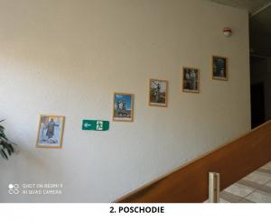 Dňa 10.6.2021 bola osadená do budovy Okresného úradu kolekcia 53 obrazov pamätihodností Nových Zámkov.