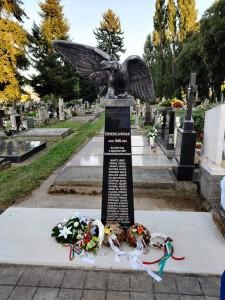 Dňa 20.8.2020 došlo odhaleniu pamätníka Stĺp hrdinov na cintoríne sv. Jozefa v Nových Zámkoch.